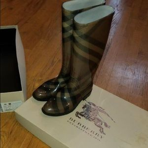 Burberry Coverdale Smocked Check Boot 👢